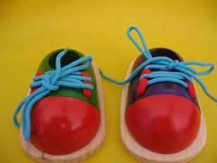 穿鞋带的鞋子图片操作步骤图片