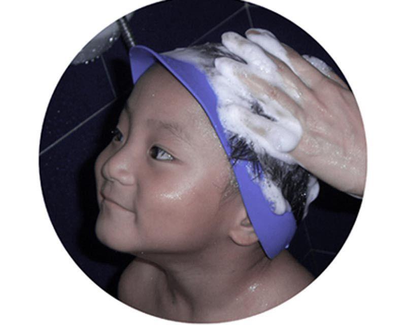 幼儿洗头帽 婴幼儿在洗头的过程中由于本身防护能力较弱,水和洗发液会进入眼睛和耳朵造成不适。所以所有的小孩都不喜欢洗头。很多人用硬性办法来解决,如让孩子仰卧。这样孩子会感觉不舒服,受到拘束,总是动来动去,实际上还是不能解决问题。父母对此毫无办法。更严重的是水进入孩子的眼睛和耳朵后会造成身体上的伤害,如红眼病,外耳炎等。 bobo-b设计资料: bobo-b完全根据婴幼儿的头部人机数据设计,采用食品级材料加工制作,产品本身的有良好的物理弹性 有蓝色 橘色两种颜色 适合0--6岁的宝宝