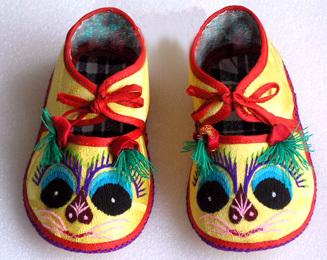 纯手工制作手绣宝宝布鞋
