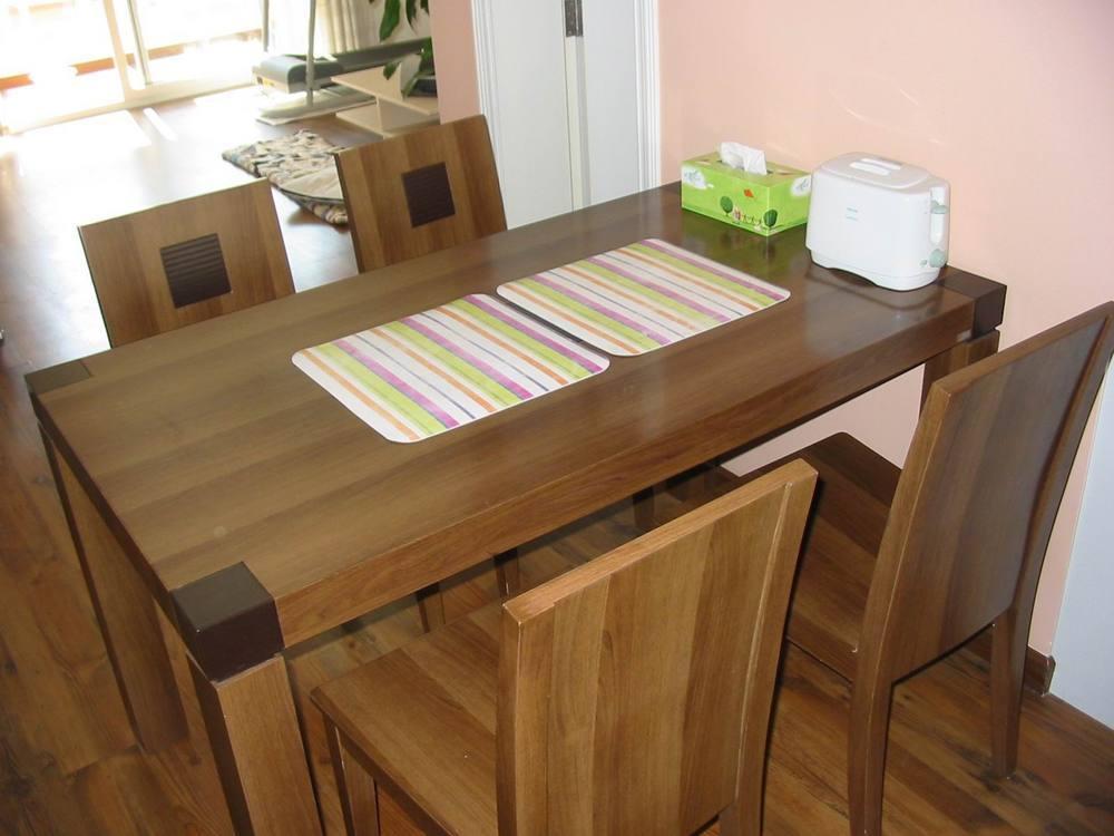 转让胡桃木餐桌餐椅一套