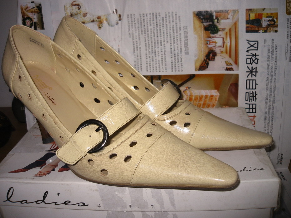 达芙妮35号鞋子转让