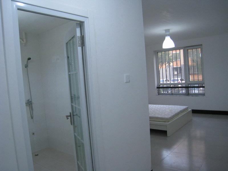 龙腾苑2区一层新装修146平米5间卧室