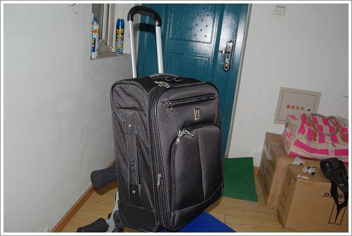 前后厚21cm(另有加厚层5cm)标准20寸登机箱,可随身携带上飞机