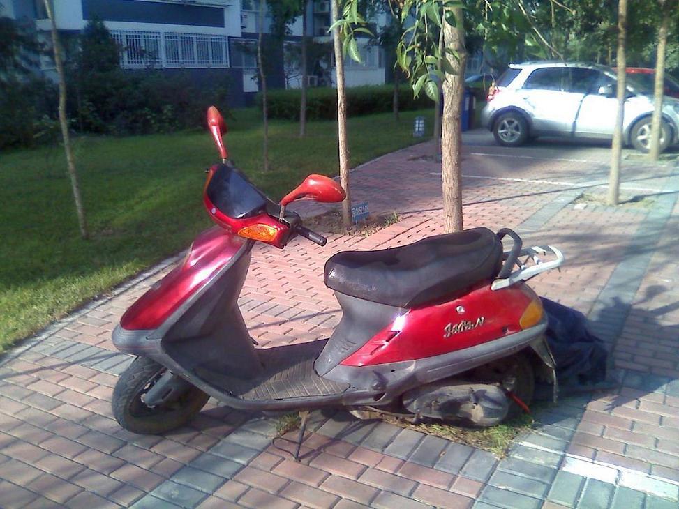 踏板摩托车图片