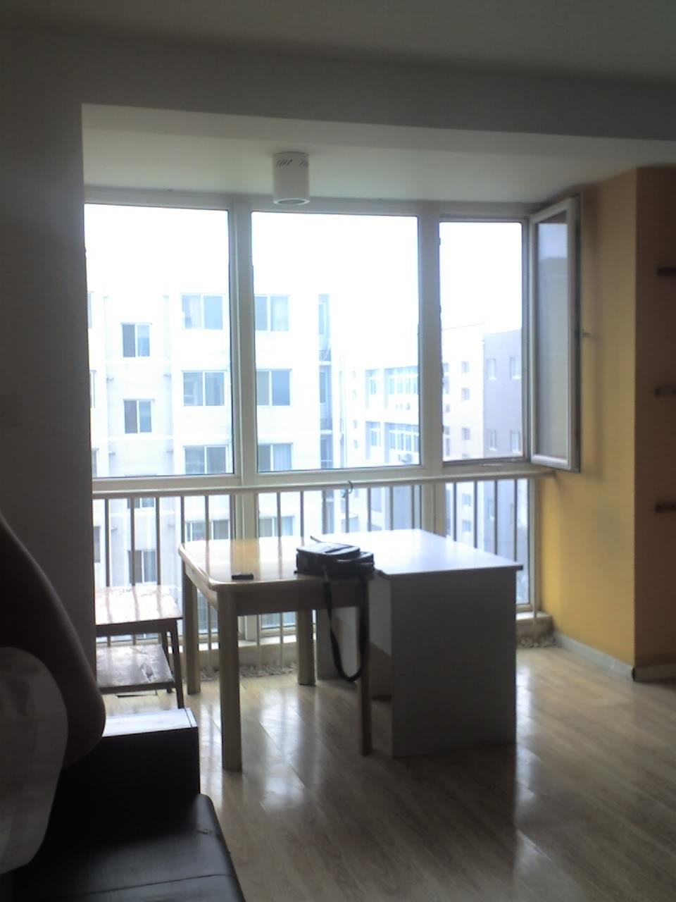 回龙观公交车总站附近 精装修木地板 阳台卧室出租!¥