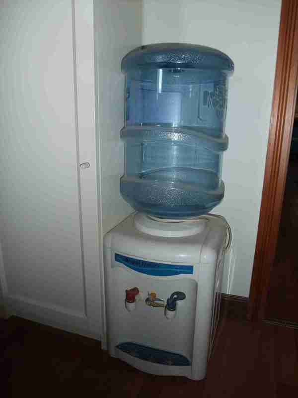 转让安吉尔饮水机+水桶