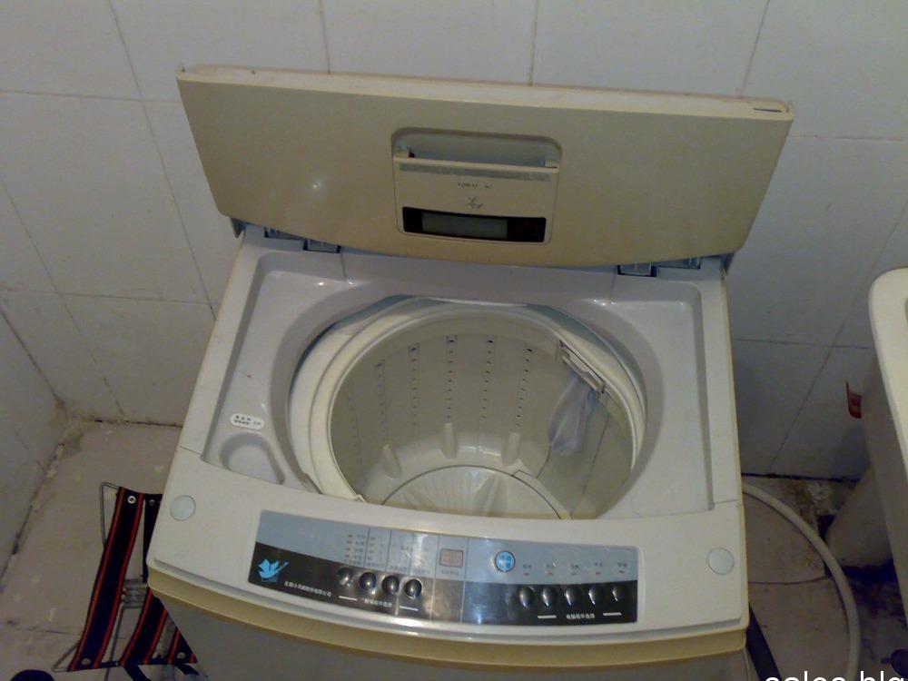 自己家用的,冬天有个洗衣机洗衣服很方便的。有需要的朋友可以给我打电话。