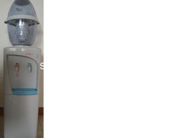 9成新美的饮水机带消毒柜桶可以过滤自来水冷热均
