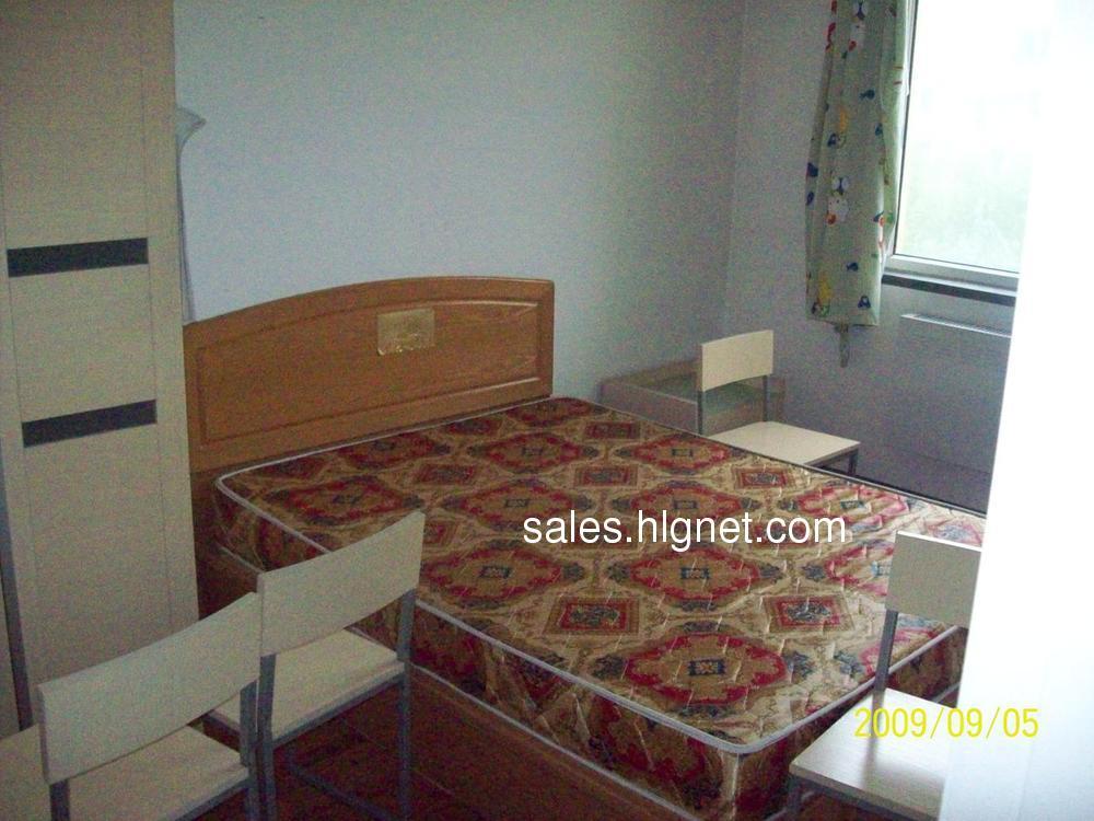 房子精装修,厅地砖卧室木地板,家具家电齐全,交通便利,带包