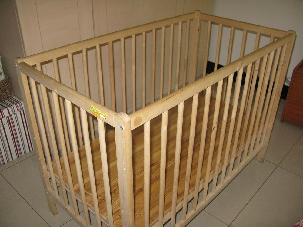 自家用婴儿床9成新,附带结实床板