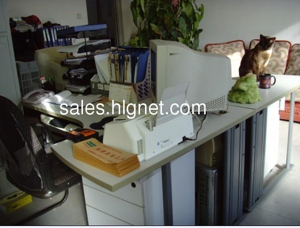 办公桌 办公文具文件夹之类 打印机 传真机 电话
