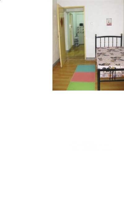 台)内配有床、电脑桌,衣柜,转角沙发.每天下午6点可以看房.-