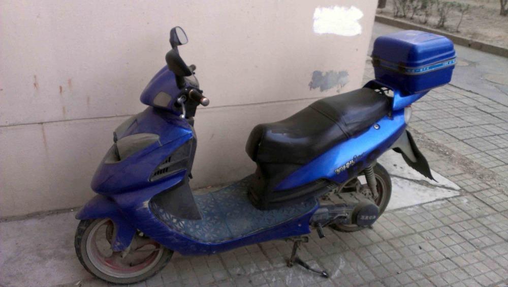 转让雅马哈猎鹰r9型踏板摩托车